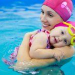 Conoce los beneficios de la natación para bebés